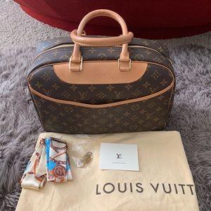 100% Authentic Louis Vuitton Deauville Boston Bag!